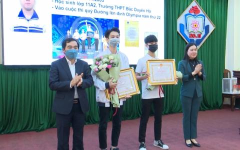 Tuyên dương học sinh đạt thành tích cao