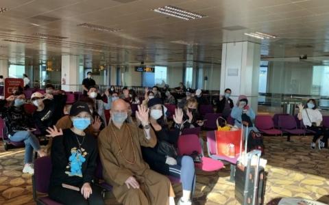 Đại sứ quán Việt Nam tại Singapore hỗ trợ 35 công dân mắc kẹt tại sân bay Changi