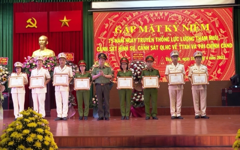 Gặp mặt kỉ niệm 75 năm ngày truyền thống các lực lượng Công an nhân dân