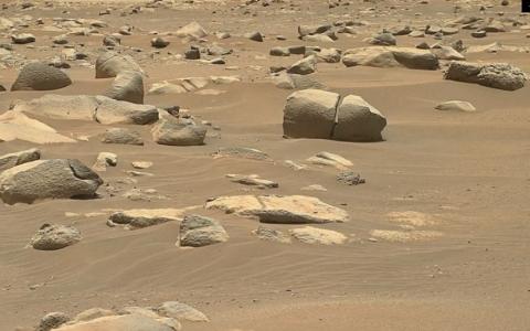 NASA phát hiện nhiều tảng đá bí ẩn trên sao Hỏa