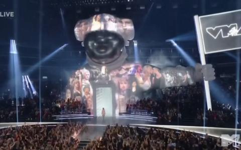 Lil Nas X giành giải video của năm