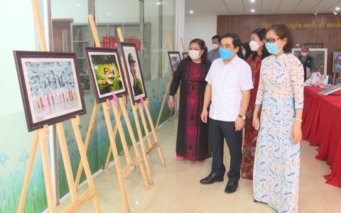 Trao giải cuộc thi sáng tác tranh, ảnh thời sự, nghệ thuật về hoạt động của Hội LHPN tỉnh