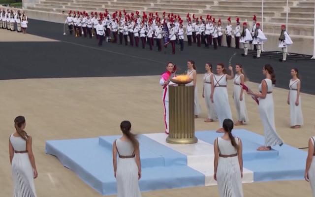 Hy Lạp trao ngọn đuốc Olympic Bắc Kinh 2022 cho Trung Quốc
