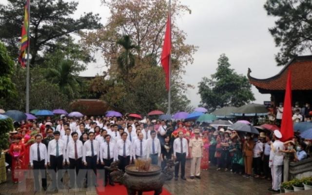 Trên 60.000 lượt khách thập phương về tri ân công đức Vua Hùng