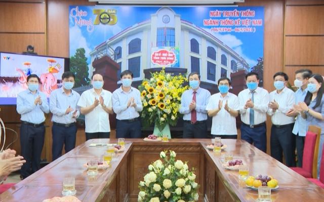Các đồng chí lãnh đạo tỉnh chúc mừng ngành Thống kê nhân kỷ niệm 75 năm ngày truyền thống