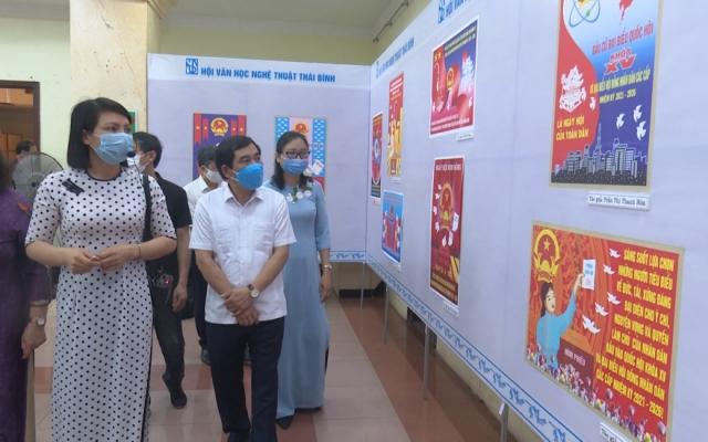 Trao thưởng và triển lãm tranh cổ động tuyên truyền bầu cử