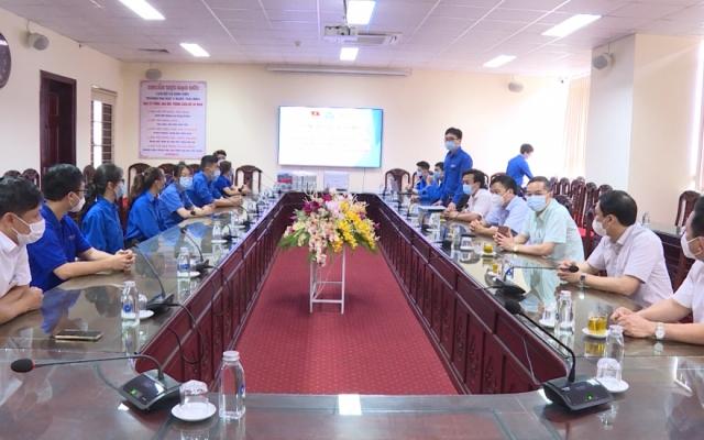 Ra mắt đội sinh viên an toàn phòng chống dịch Covid-19